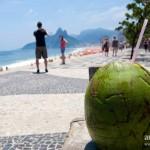 Lait de coco à la paille à Ipanema