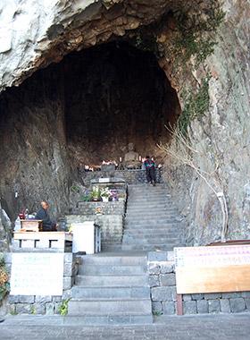 Sanbanggulsa Grotto
