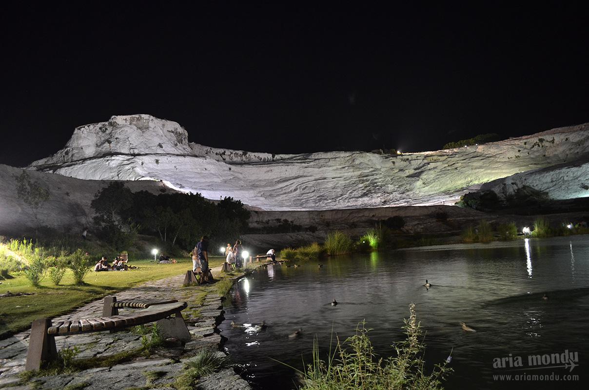 Vue générale de Pamukkale, de nuit